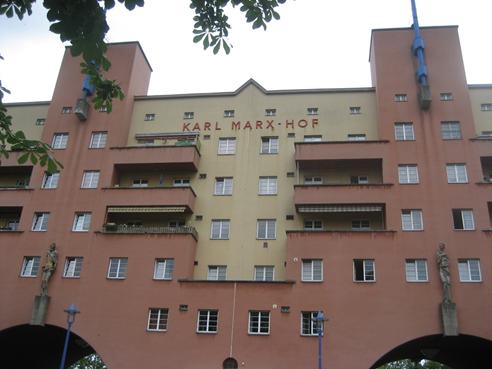 Karl Marx Hof i Wien. Realdaniakritik